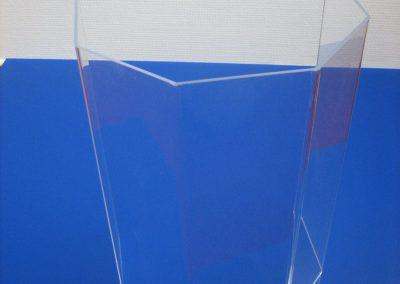 Abkantung von Plexiglas nach Kundenvorgabe