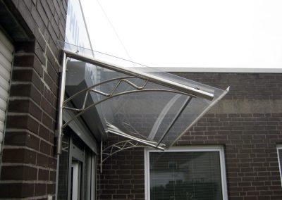 Lichtdurchlässiges Vordach